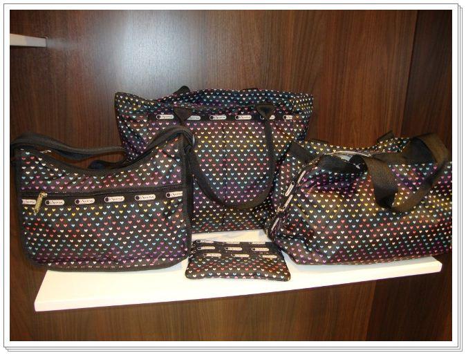 c089fda8455 As bolsas são super lindas e cheias de estilo.