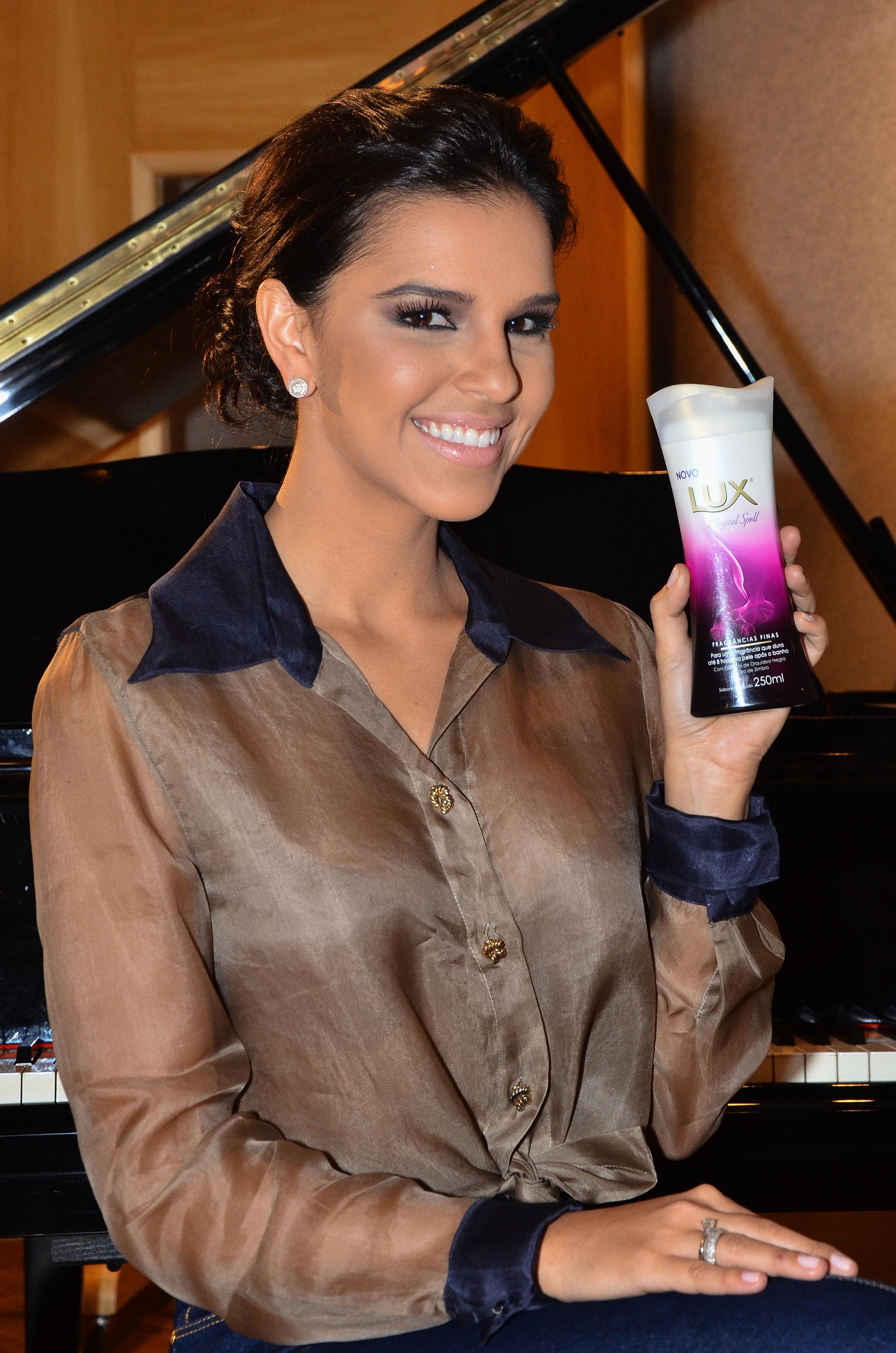 Mariana Rios (4)
