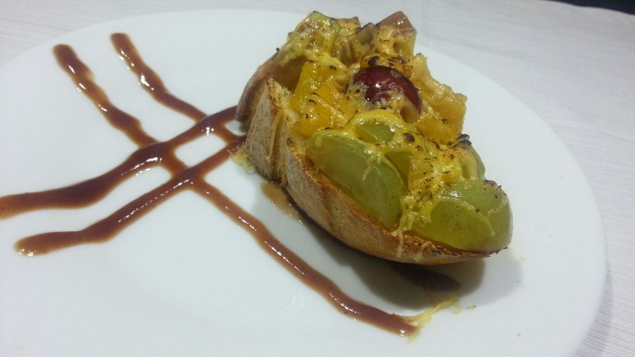 Espaço Malagueta - bruschetta agridoce de frutas