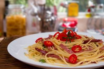 Espaguete ao Alho e Azeite com Carne Seca